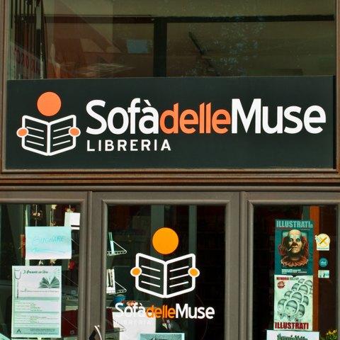 sofadellemuse_insegna2_HISTORY