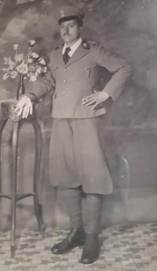 Un giovane Filippo Nicosia in divisa militare